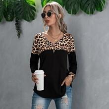 T-Shirt mit Knopfen vorn, Kontrast und Leopard Muster