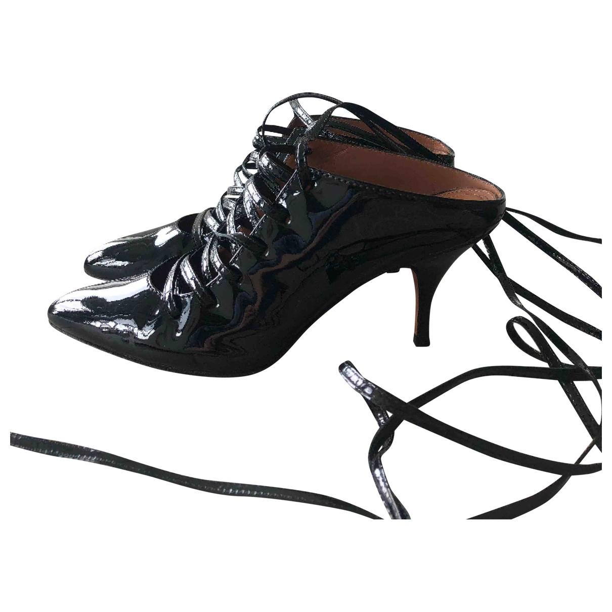 Givenchy \N Stiefeletten in  Schwarz Lackleder