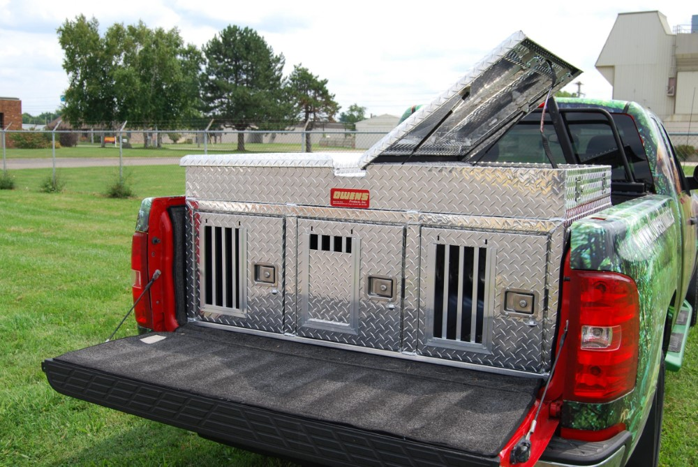 Owens Products 55053 Dog Box Hunter Series Triple Compartment with Top Storage / 58 W x 40 D x 26 H / All Seasons Rear Vents / Diamond Tread Aluminum