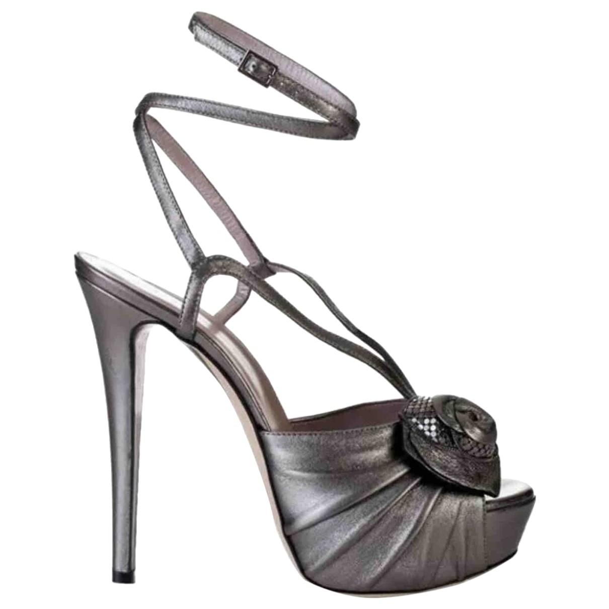 Versace - Escarpins   pour femme en cuir - gris