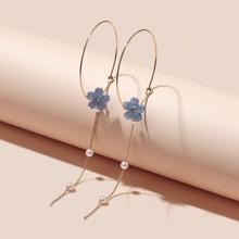Ohrringe mit Blumen Dekor und Kette