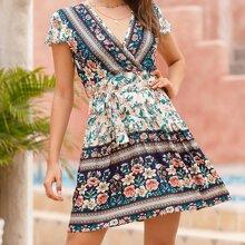 Kleid mit Blumen, Stamm Muster, V Kragen und Guertel