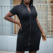 Einfarbiges Kleid mit Reissverschluss vorn