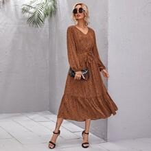 Kleid mit Rueschenbesatz, Guertel und Dalmatiner Muster