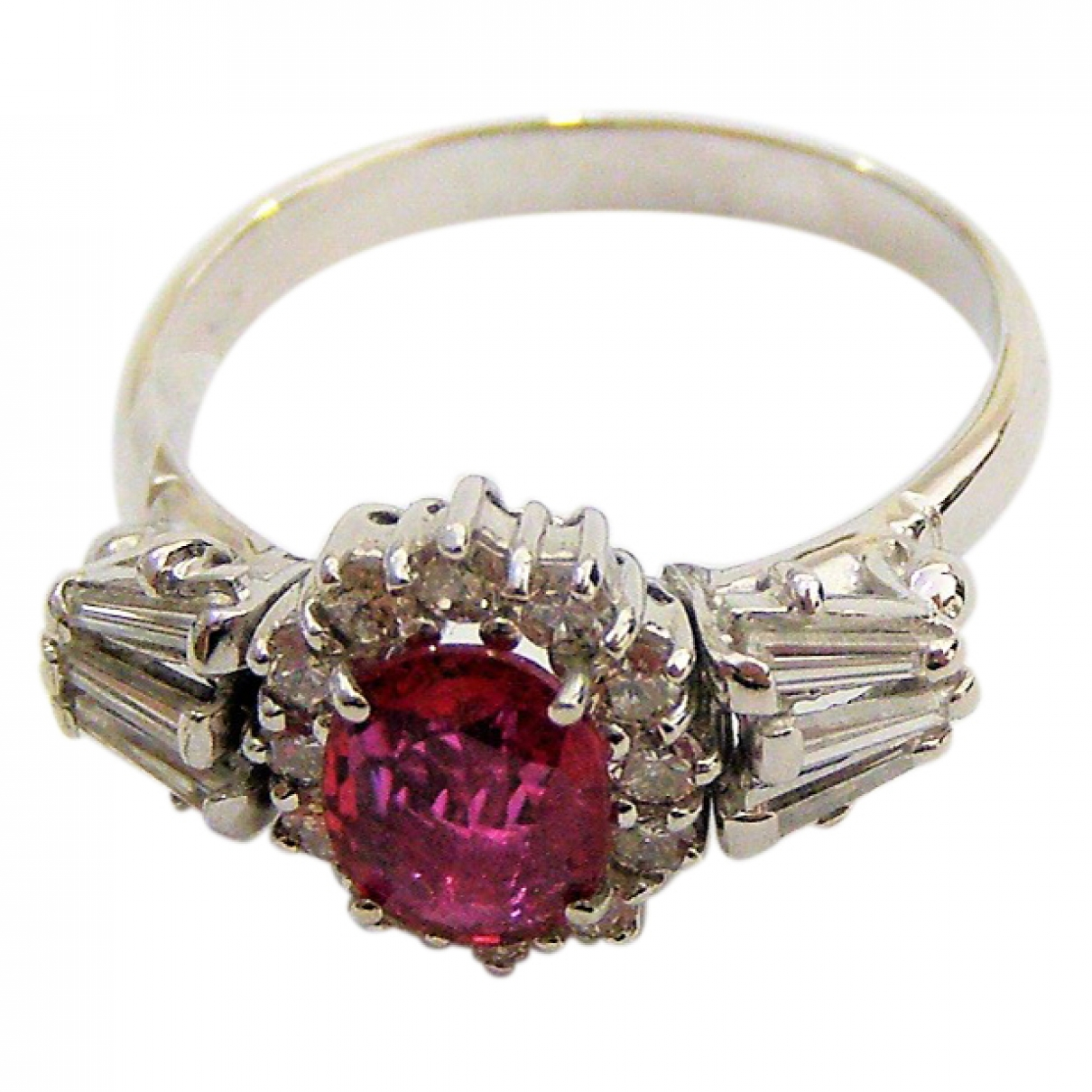 Non Signé / Unsigned Bagues Cocktails Red White gold ring for Women \N