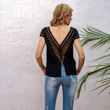 Rueckenfreie Bluse mit Kontrast Spitzen und Knopfen hinten