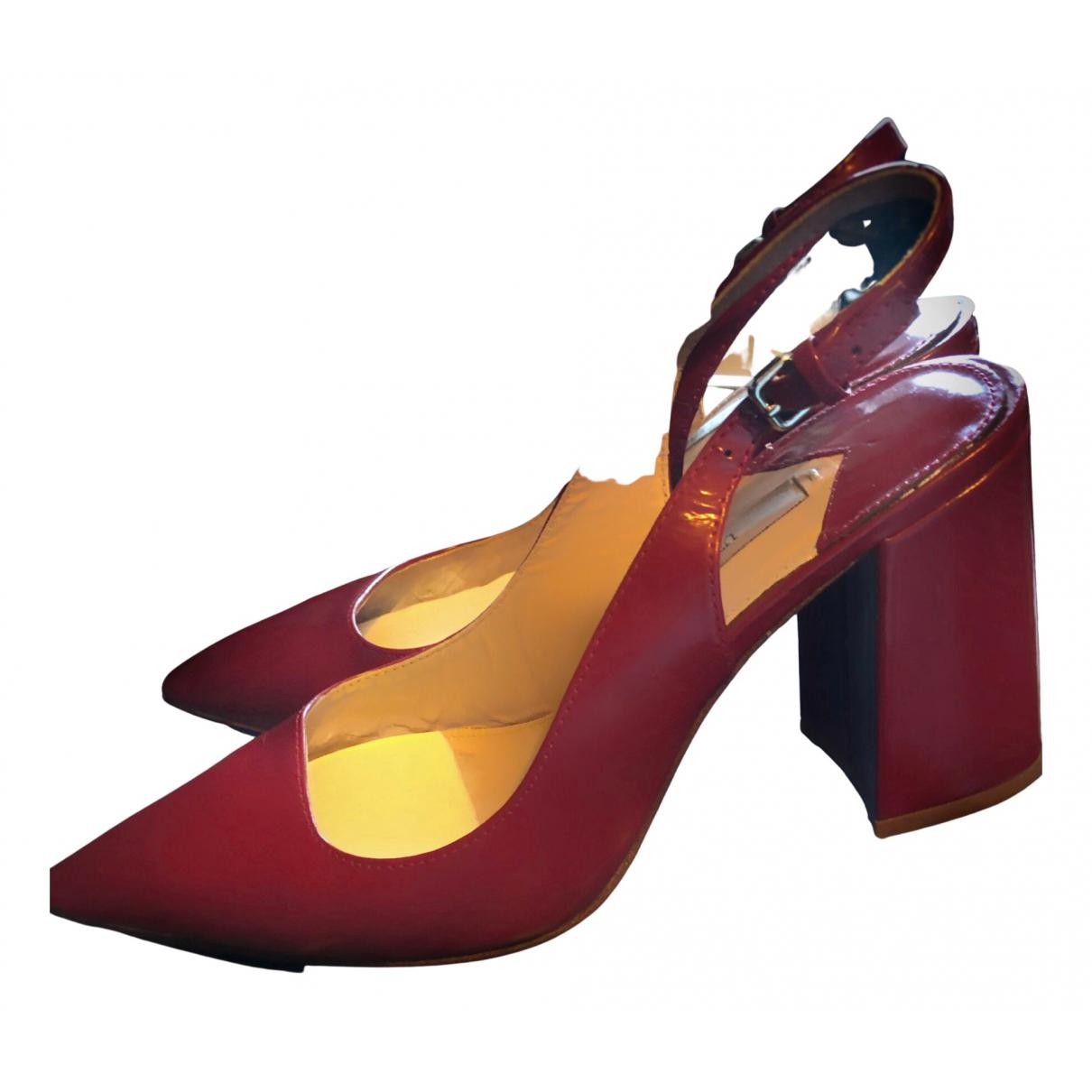 Uterque \N Sandalen in  Rot Leder