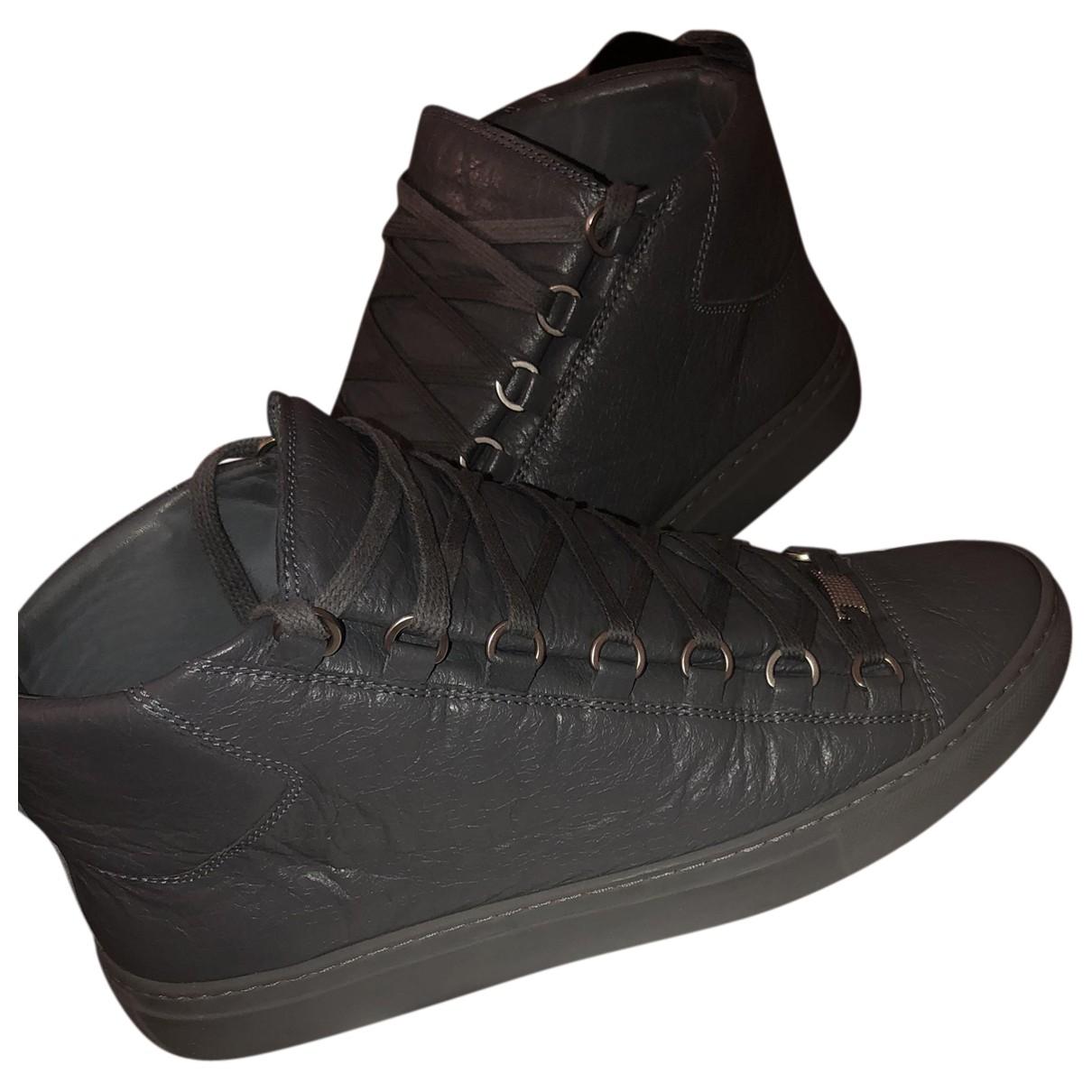 Balenciaga Arena Sneakers in  Grau Leder