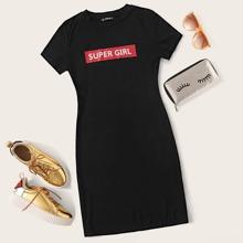 Ubergrosses Kleid mit Buchstaben Grafik