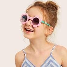 Kleinkind Maedchen Blumen geformte Rahmen abgetonte Objektiv Sonnenbrille