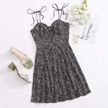 Cami Kleid mit Band auf Schulter, Ruesche und Bluemchen Muster