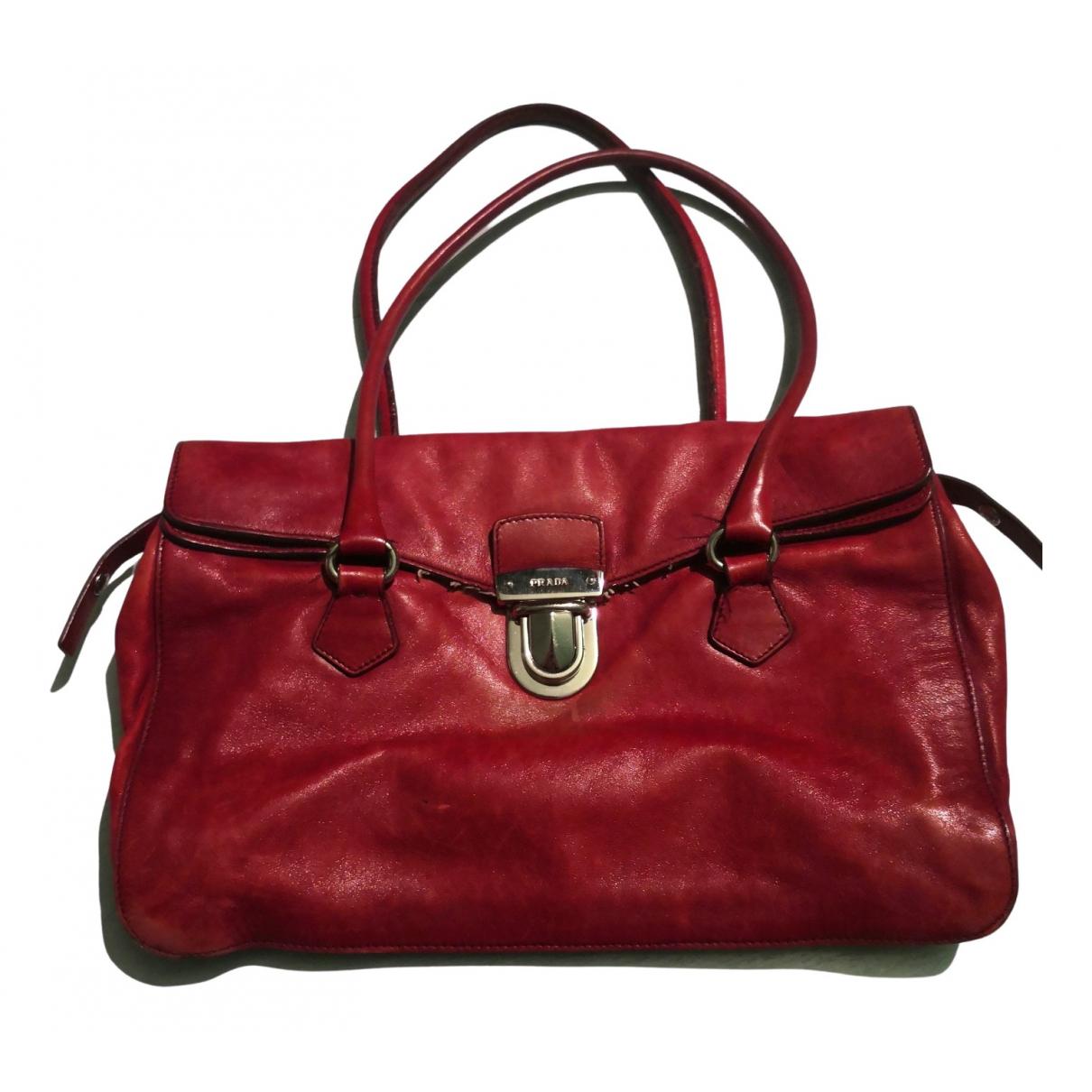 Prada \N Handtasche in  Bordeauxrot Leder