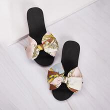 Zapatillas con diseño de lazo con estampado de cadena