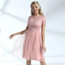 figurbetontes Kleid mit Reissverschluss hinten, Spitzen und Netzstoff