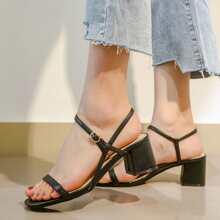 Sandalen mit offener Zehenpartie und Knochelriemen