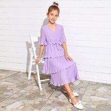 Kleid mit Schosschenaermeln, mehrschichtigem Raffungsaum und Guertel