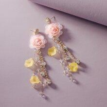 1 par pendientes largos con fleco con diseño floral grabado con diamante de imitacion
