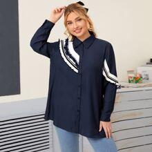 Bluse mit Streifen Muster und Knopfen vorn
