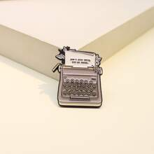 Brosche mit Schreibmaschine Design