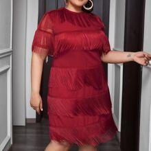 Kleid mit Netzstoff auf Ärmeln und Fransen