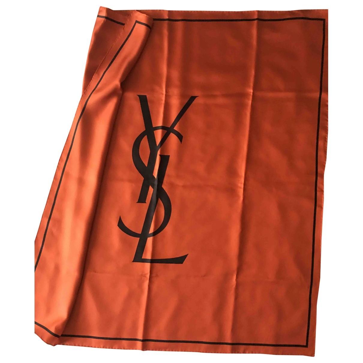 Yves Saint Laurent - Carre   pour femme en soie - rouge