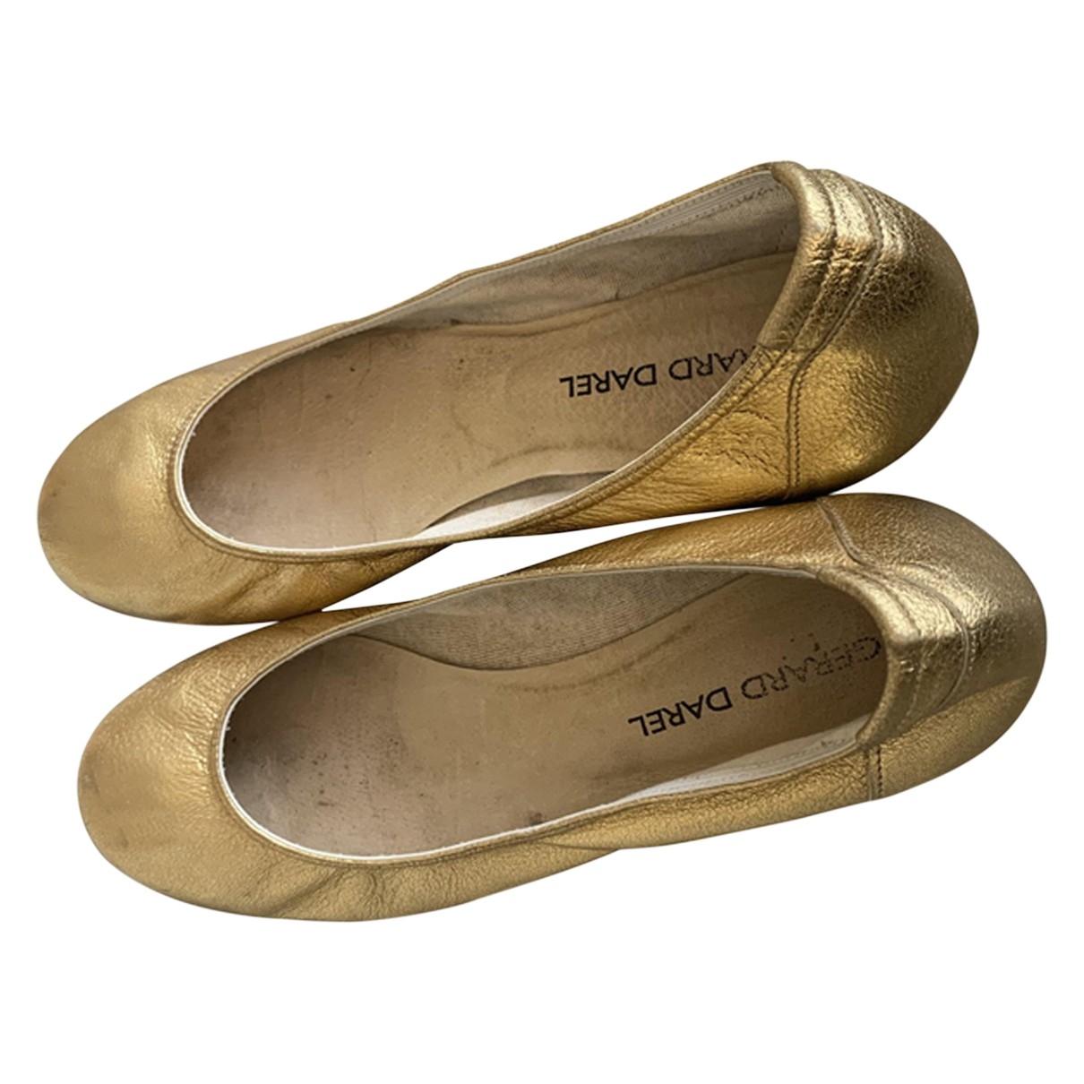 Gerard Darel \N Ballerinas in  Gold Leder