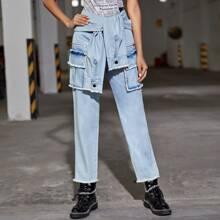 Jeans mit Knoten, ungesaeumtem Saum und Taschen Klappe