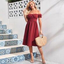 Einfarbiger schulterfreies Kleid mit breitem Taillenband