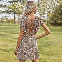 Rueckenfreies Kleid mit Blumen Muster und Schmetterlingaermeln