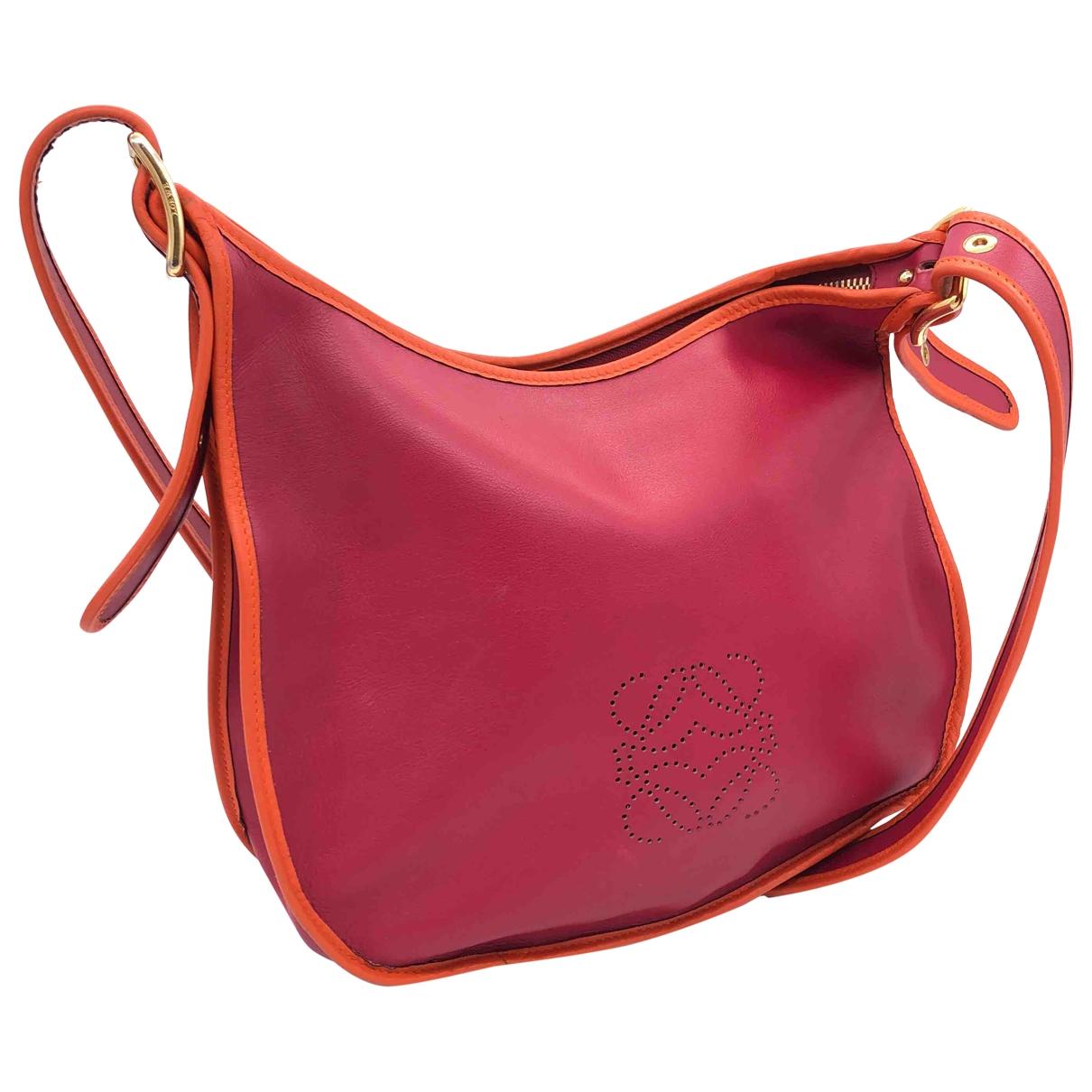 Loewe \N Handtasche in  Rot Leder