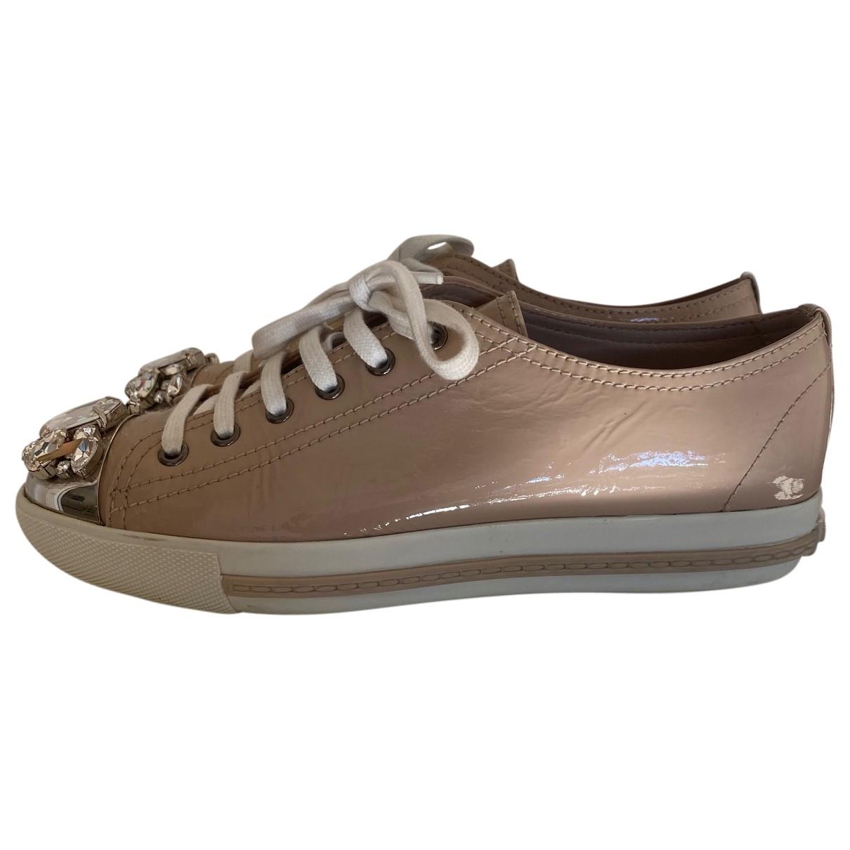 Miu Miu \N Sneakers in  Beige Lackleder