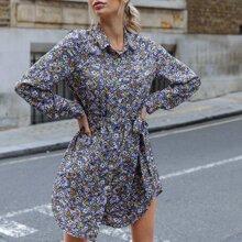 Hemdkleid mit Blumen Muster und Guertel
