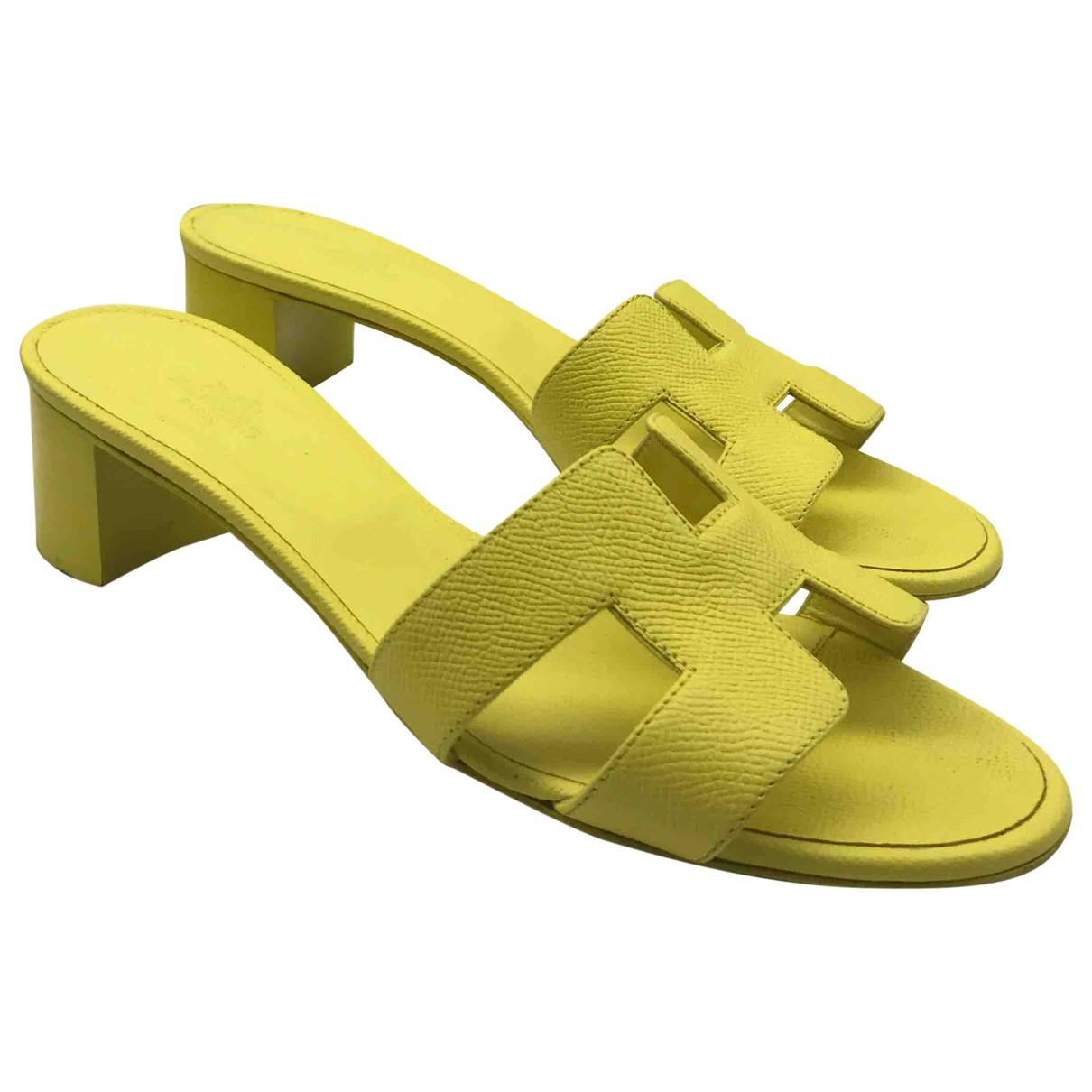 Hermes Oasis Sandalen in  Gelb Leder