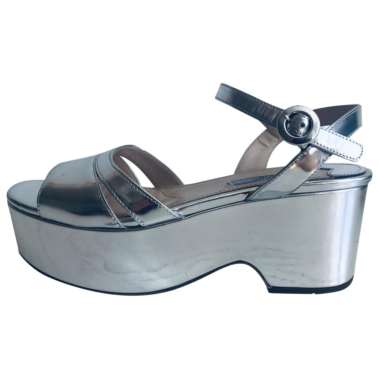 Prada \N Sandalen in  Metallic Lackleder
