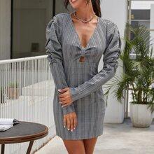 Kleid mit Gigotaermeln, Plaid Muster und Peekaboo Ausschnitt