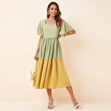 Kleid mit Flatteraermeln, Kontrast, Rueschenbesatz und Karo Muster