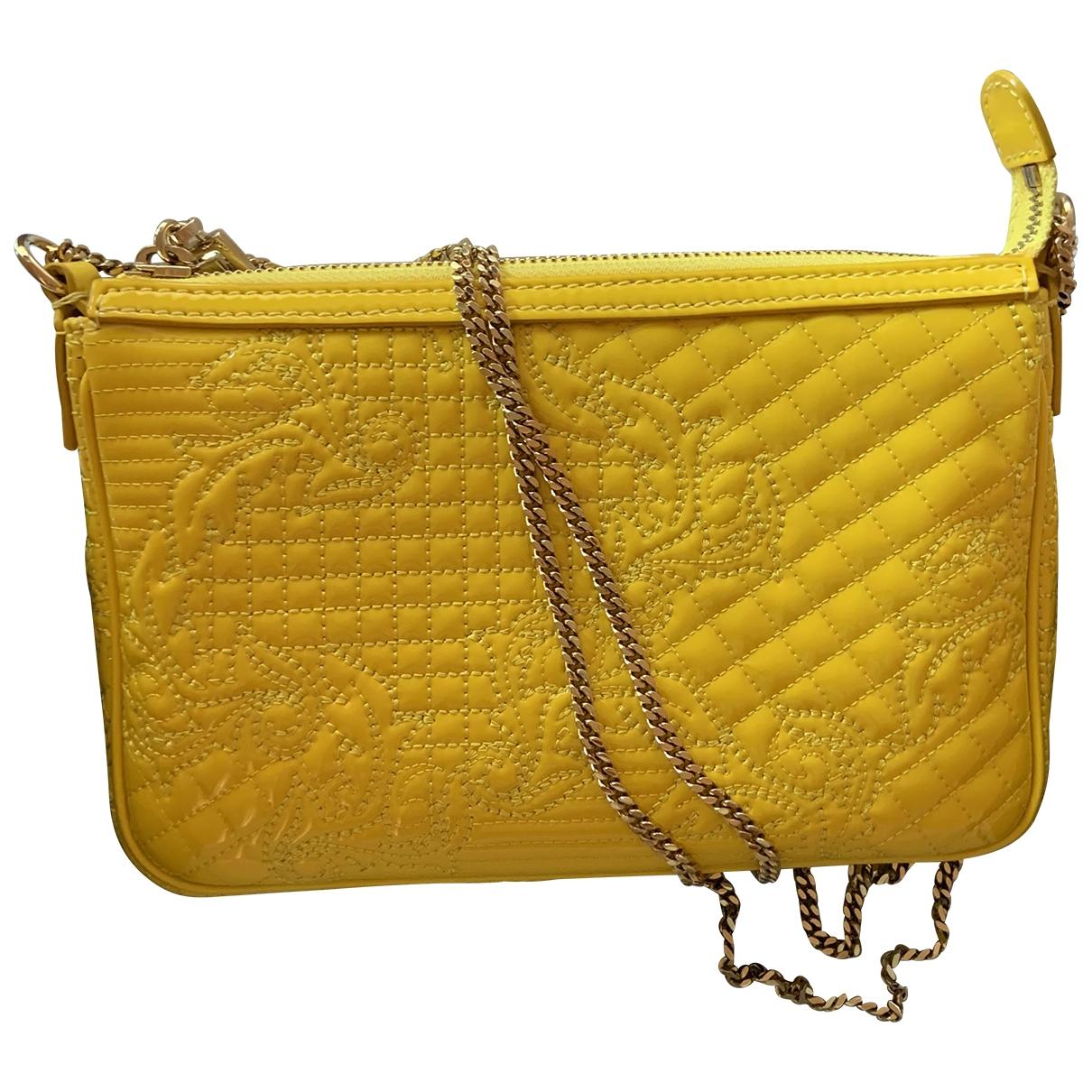Gianni Versace \N Clutch in  Gelb Lackleder