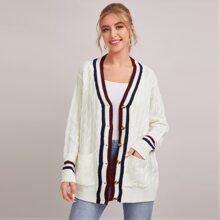 Mantel mit sehr tief angesetzter Schulterpartie, Taschen vorn, Streifen und Zopfmuster