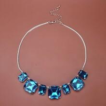 Halskette mit Edelstein Dekor