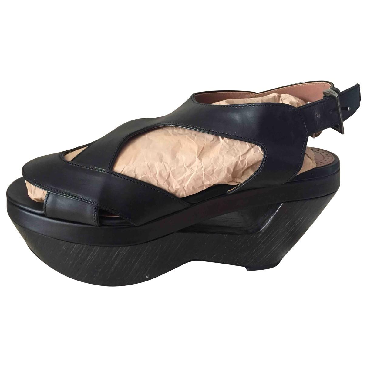 Alaïa \N Black Leather Sandals for Women 39 EU