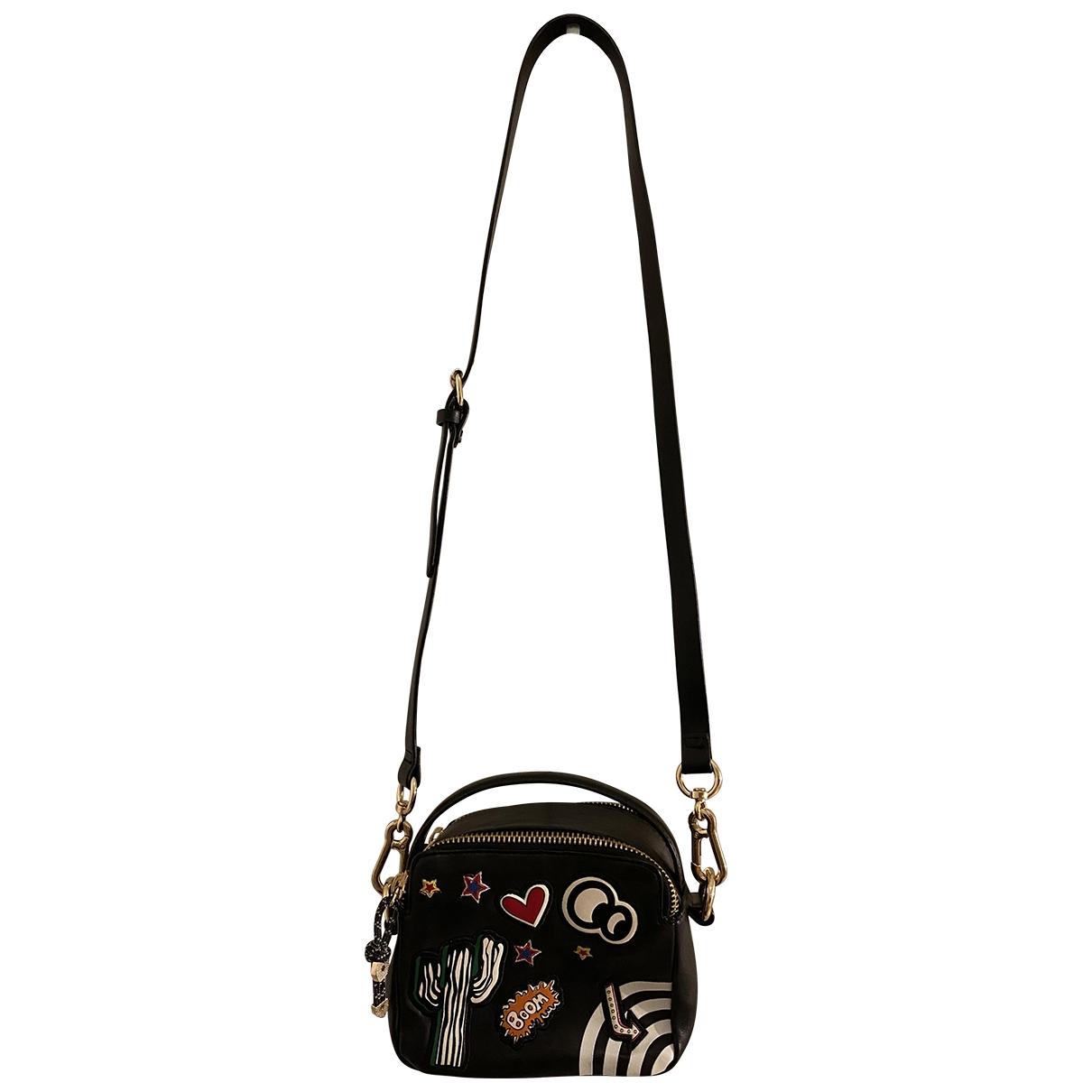 Bolsos clutch en Plastico Negro Zara