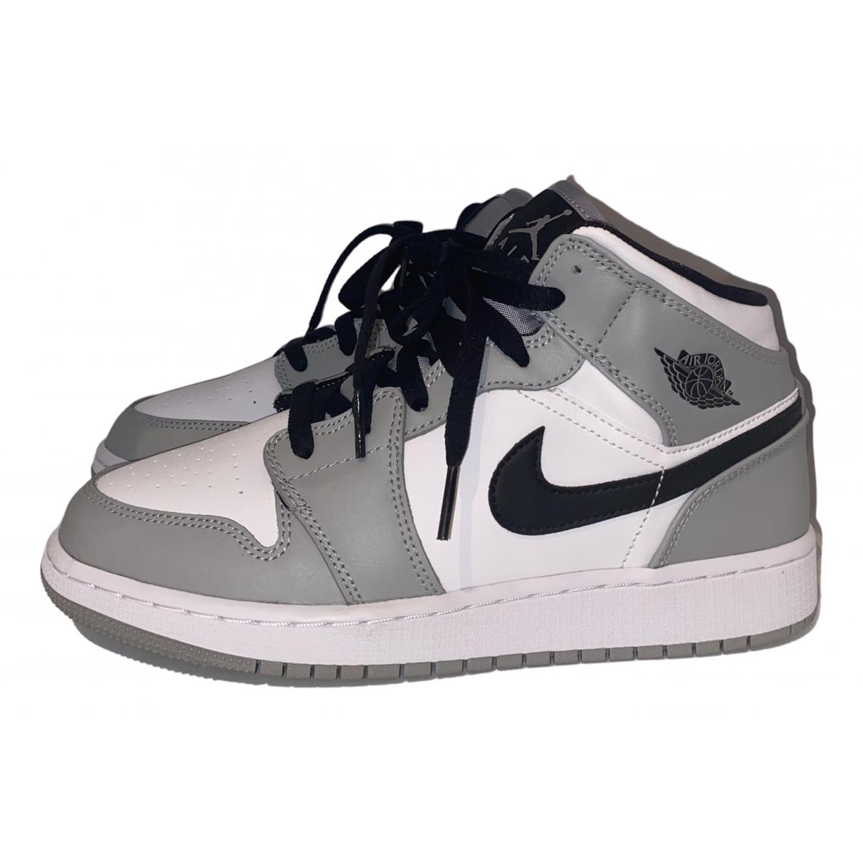 Jordan Air Jordan 1  Sneakers in  Grau Kautschuk