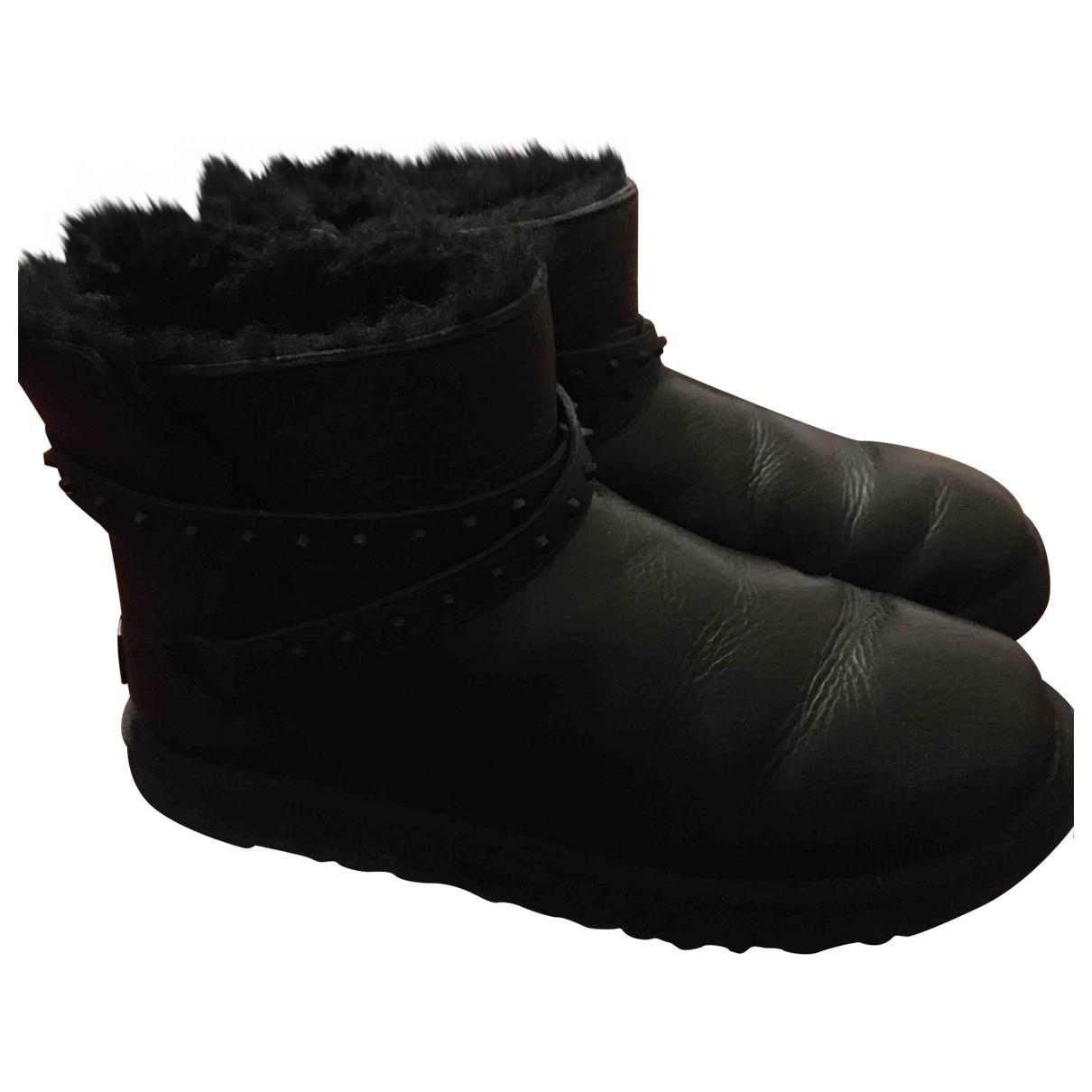 Ugg \N Stiefeletten in  Schwarz Leder