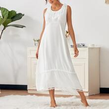Vestido de pijama de cintura alta ribete fruncido con encaje en contraste
