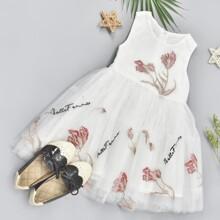 Partykleid mit Blumen Stickereien, Netzstoff und Band hinten