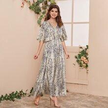 Maxi Kleid mit Schlangenleder Muster und Flatteraermeln