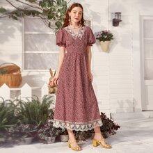 Kleid mit ueberallem Pflanzen Muster, Kontrast Spitze und Puffaermeln
