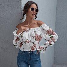 Schulterfreies Crop Top mit Rueschen auf Bueste und Blumen Muster