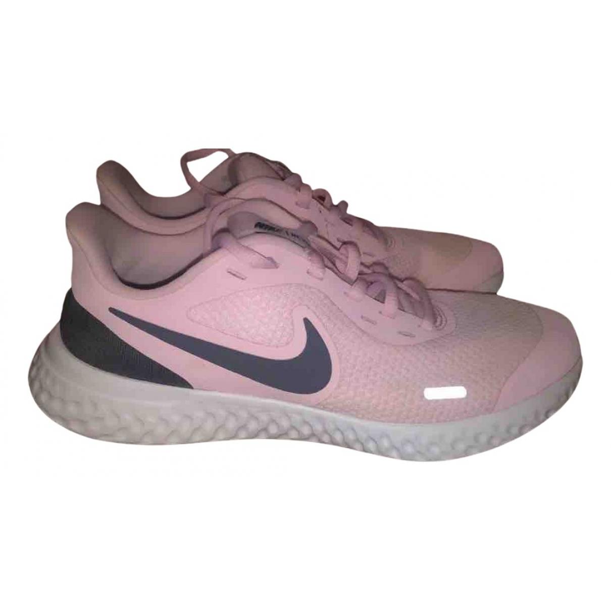 Nike Epic React Sneakers in  Rosa Leinen