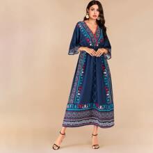 Maxi Kleid mit aztekischem Muster, elastischer Taille und Kimono Ärmeln